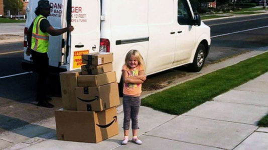 Girl sneaks $350 toy order on Amazon, mom has her donate items to children's hospital