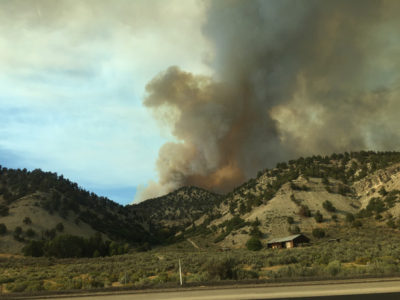 Wildfire forces evacuation of hundreds of Utah homes