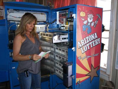 Utah, Nevada residents hit Arizona town for lottery tickets
