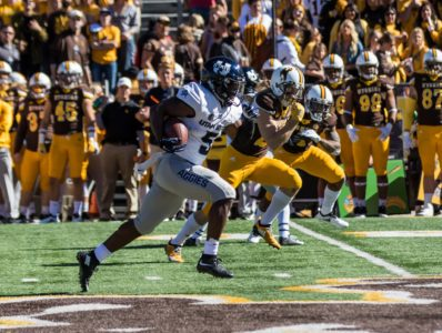 Thompson's 2 TDs lead Utah State over Wyoming 24-16