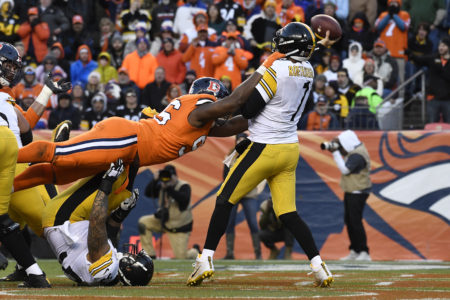 DENVER, CO - NOVEMBER 25: Shelby Harris (96) of the Denver Broncos hits Ben Roethlisberger (7) of the Pittsburgh Steelers as he throws a touchdown pass from the end zone during the third quarter. The Denver Broncos hosted the Pittsburgh Steelers at Broncos Stadium at Mile High in Denver, Colorado on Sunday, November 25, 2018. (Photo by Andy Cross/The Denver Post)