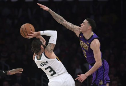 LeBron pushes Lakers past Jazz for 7th win in 8 games, 90-83