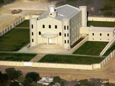 Polygamous group lets go of sprawling Arizona worship center