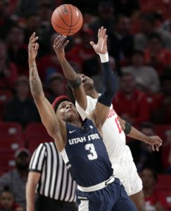 Brooks, No. 21 Houston rally for 60-50 win over Utah State