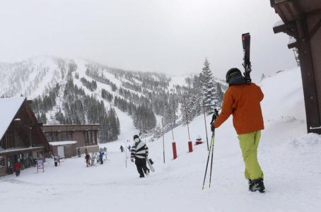 Heavy snow, avalanche warnings in California, Nevada, Utah