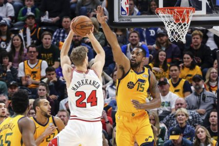 Mitchell's 34 points push Jazz past Bulls, 110-102